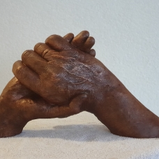 handen gips staand